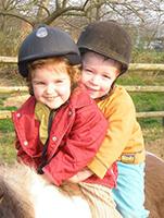 Kids auf dem Pony